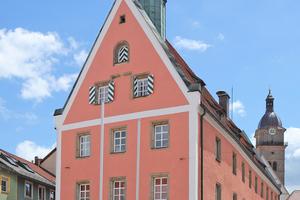 """Der Abschluss der Generalsanierung des im 16. Jahrhundert in Auerbach errichteten Rathauses erfolgte Mitte dieses Jahres <span class=""""bildnachweis"""">Foto: wikimedia commons / Howwi </span>"""
