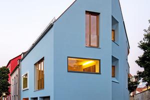 """Das Stadthaus nutzt mit seiner eigenwilli-gen Architektur das begrenzte Grundstück perfekt aus<span class=""""bildnachweis"""">Fotos (2): Petra Kellner</span>"""