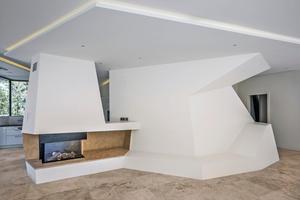 """Auch im Inneren der Villa wird das Thema Naturstein durch den Bodenbelag und die Treppe aufgegriffen<span class=""""bildnachweis"""">Fotos: Frank Herfort</span>"""