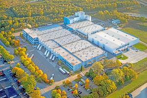 """Das PCI-Standort Hamm ist verkehrsgünstig direkt an der A2 gelegen. Auf dem Foto sieht man rechts das neue Lieferzentrum <span class=""""bildnachweis"""">Foto: PCI</span>"""