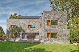"""Das Einfamilienhaus aus den 1950er Jahren wurde mit dem dämmenden """"Ceratherm-System"""" energetisch auf den neuesten Stand gebracht"""