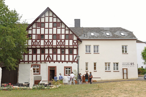 Links: In Rheinland-Pfalz gab es den ersten Preis für den ehemaligen Klösterlichen Zehnthof aus dem 15. Jahrhundert in Leiwen