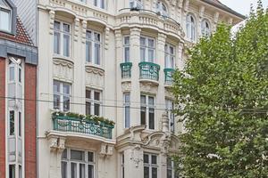 Rechts: In Bremen gab es einen ersten Preis für die Erhaltung eines 1909 in Bremerhaven erbauten Wohn- und Geschäftshauses