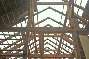 """Die alte Holzkonstruktion blieb sowohl im Fachwerk der Geschosse als auch im Dach weitgehend erhalten<span class=""""bildnachweis"""">Fotos: Velux / Bernhard Breuer</span>"""