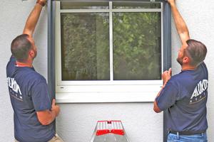 Raff-E wird als komplettes Element in die Fensterlaibung gestellt