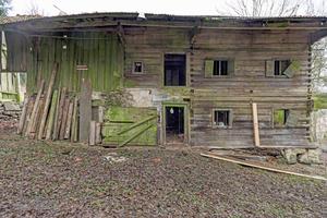 Vom Bauernhaus im bayerischen Arnbruck standen im Grunde nur Rudimente und auch diese waren bereits so gut wie vollständig eingestürzt