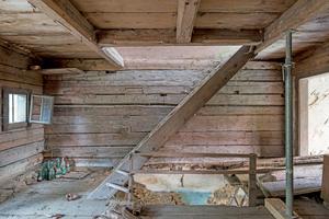 """Blick ins Dachgeschoss vor Beginn der Umbauarbeiten<div class=""""bildnachweis"""">Fotos: Edward Beierle</div>"""