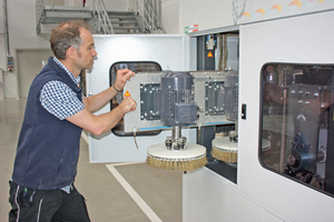 """Die Bürstensätze der Maschine """"Winsand 4"""" des italienischen Herstellers Ecoline lassen sich sehr schnell und einfach auswechseln"""