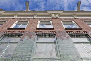"""Im ersten Obergeschoss """"lösen"""" sich selbst die Profile der Fenster in Glas auf"""