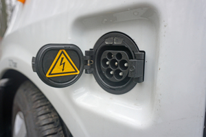 Die 40 kWh Batterie wird über einen Typ 2 Stecker geladen
