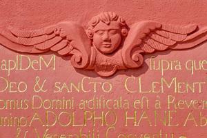 "Restaurierte Inschriften an der Klosterfassade zum Konventgarten<span class=""bildnachweis"">Foto: Andreas Braun / Caparol</span>"