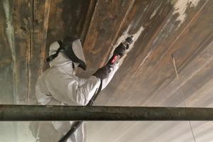 Strahlen der historischen Holzbohlendecke im kleinen Saal