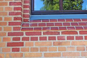 Ausschnitt aus der neu verfugten Fassade