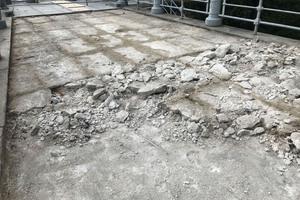Nach dem Abtragen der Granitplatten wude die marode Unterkonstruktion wo erforderlich abgerissen