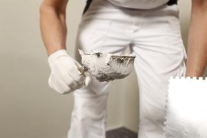 KlimAir Klebespachtel 1868 ansetzen, er hat eine sehr gute Klebkraft und lässt sich leicht aufzahnen