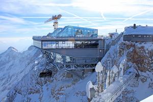 Lange die höchstgelegene Baustelle Deutschlands, jetzt wieder das höchstgelegene Restaurant: die Bergstation der Bayerischen Zugspitzbahn