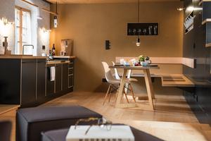 """Küche und Tisch in der """"Nordwand"""""""