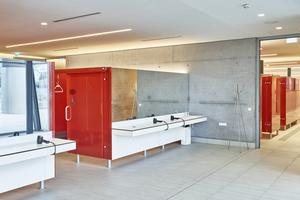 """Unten: Das Waschtisch- und Fönplatzsystem """"VKW13"""" ergänzt die Umkleidekabinen in den <br />Bereichen für den öffentlichen Badebetrieb"""