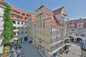 Das Bauen im Bestand stellt besonders hohe Anforderungen an die Sanierung von Fassaden und die dazu erforderlichen Gerüste