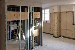 """Die Bäder sind als eigenständige """"Boxen"""" in Trockenbauweise in die Zimmer eingefügt"""