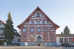"""Das um 1700 im Ortskern von Hard als Gasthof erbaute Fachwerkhaus ist ein schönes Bespiel der Rheinthaler Fachwerkhäuser<span class=""""bildnachweis"""">Foto: Angela Lamprecht</span>"""