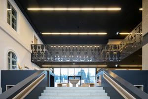 In der Fuge zwischen Bestand und Neubau befindet sich das Foyer des Alexanderbades