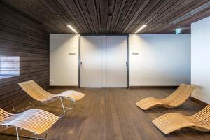 Für den Ruheraum entschieden sich die Architekten für eine aus zwei Türblättern und einer Zarge bestehende Sonderlösung