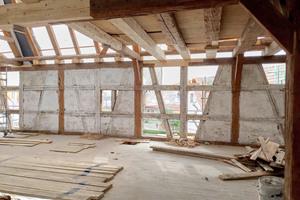 Das Fachmauerwerk war nur bruchstückhaft erhalten und musste entsprechend ertüchtigt werden