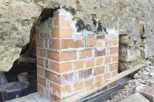 Auch die Grundmauern des Sixenstadels mussten teilweise neu gemauert werden