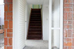 Haupteingang mit Treppe in das erste Obergeschoss<br />