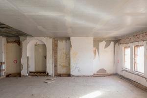 Oben: Die über dem Plenarsaal gelegene Büroebene während der Umbauarbeiten