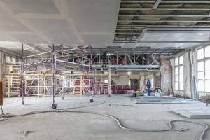 """Die Deckenkonstruktion der Büroebene während der Umbauarbeiten<span class=""""bildnachweis"""">Fotos: James Hardie Europe</span>"""
