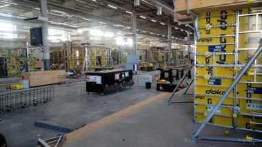 Die Stahlbetonbauersind eine der Disziplinen, die mit am meisten Platz und Material beanspruchen. Das Ergebnis ihrer Arbeit sieht man aber erst, wenn die Schaltafelnfallen