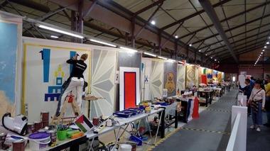 Geschwindigkeitswettbewerb der Maler und Lackierer am zweiten Tag der WorldSkills 2019 in Kazan: Die Teilnehmer mussten ein Logo abkleben und mit selbst angemischten Farben streichen