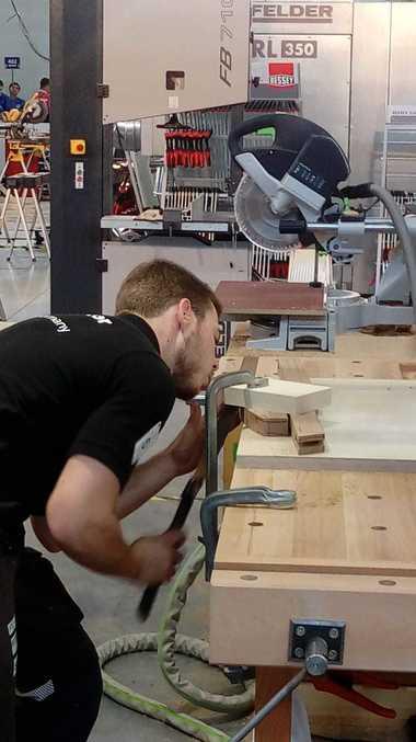 Der deutsche BauschreinerFlorian Meigel ist gut in den Wettbewerb WorldSkills 2019 Kasan gestartet