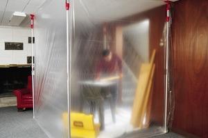 Wird nur in einem Teil eines Raumes gearbeitet, bietet sich die Abschottung durch ein Folienwandsystem mit Teleskopstangen an<br />