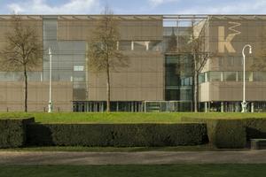 """Eine Hülle aus bronzefarbigem Edelstahlgewebe von GKD kennzeichnet die Fassade des Neubaus der Kunsthalle Mannheim<span class=""""bildnachweis"""">Foto: GKD / Constantin Meyer</span>"""