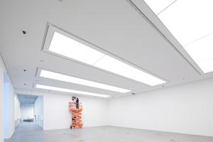 """Für die strahlend helle Optik der Wände wurde mit der zweiten Beplankungslage die beste Grundlage geschaffen. Hierfür wählte das Ausbauteam die Designplatte """"Rigips Die Weiße""""Foto: Phomax – Dietmar Flach Fotografenmeister"""