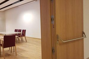 Die Spezialtüren für die Konferenzräume wurden mit besonderen Anforderungen an den Schallschutz entwickelt