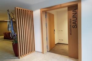 """An den Türen zu den Konferenzräumen und zur Panoramasauna montierten die Fachleute 15 Mal das """"Pivota DX 200"""" für 200 Kilogramm schwere Türen"""