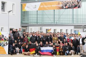 Das deutsche World-Skills-Team beim Vorbereitungstreffen in Erfurt. Jessica ist in der zweiten Reihe mit der Deutschlandfahne