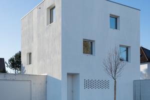 """Das Haus D in Mering hebt sich von seiner Umgebungsbebauung ab<span class=""""bildnachweis"""">Fotos: Knauf / Rainer Retzlaff Photographie</span>"""