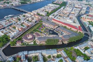 Das riesige Areal des New Holland befindet sich inmitten von St. Petersburg auf einer künstlich angelegten Insel