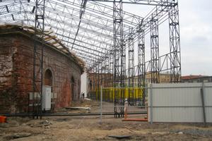 Ohne Dach und komplett verfallen: Die ehemalige Schmiede vor der Sanierung