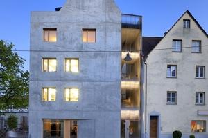 Der Einsatz des Dämmbetons für den Bau des Wohn- und Geschäftshauses K5 ist eine Reaktion auf die Umgebung des Grundstücks, den mittelalterlichen Stadtkern Ulms