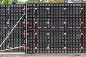 """Im Vergleich zu den bekannten Träger- und Rahmenschalungen fällt der andersartige, kassettenförmige Aufbau der Duo Trägerlage besonders auf, der typisch für den konstruktiven Leichtbau ist<span class=""""bildnachweis"""">Fotos: Peri</span>"""