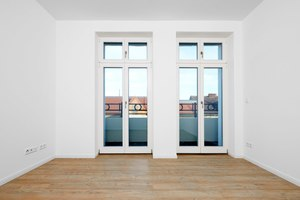 """Rechts: Auch für kleine Wandbereiche und Tür- oder Fensterlaibungen lässt sich """"TecTem"""" komfortabel zuschneiden<span class=""""bildnachweis"""">Fotos: Knauf Aquapanel / Ekkehard Reinsch</span>"""