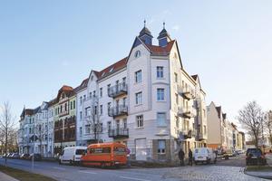 Das Eckhaus an der Goethestraße ist mit seiner sanierten Fassade ein Highlight im Jahnschulviertel in Wittenberge