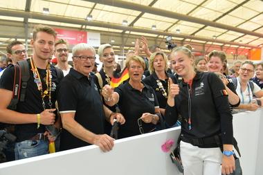Jessica Jörges im Kreise ihrer Fans und Unterstützer