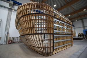 """Anschließend wurde das """"Boots-Skelett"""" mit 6 mm dicken Trockenbauplatten dreifach beplankt"""